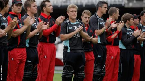Surrey and Dragons players pay tribute to Tom Maynard before the game