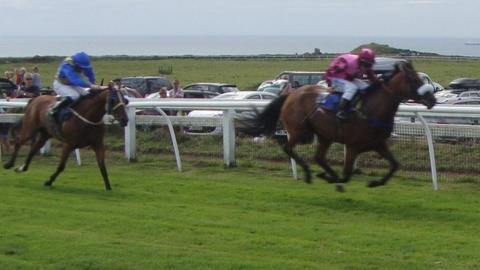 Neuilly (in pink) wins the Clarendon