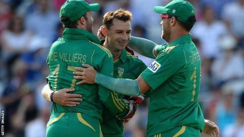 South Africa celebrate an England wicket