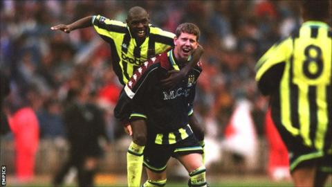 Lee Crooks and Shaun Goater celebrate Manchester City's play-off victory at Wembley in 1999