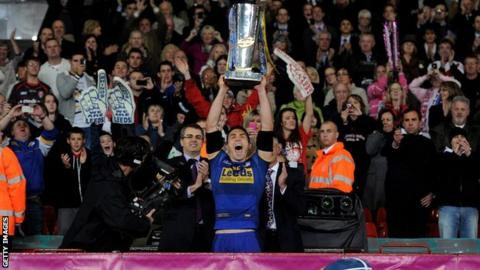 Keinv Sinfield with the Super League trophy