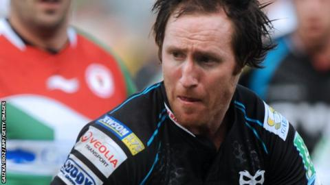 Barry Davies playing for Ospreys