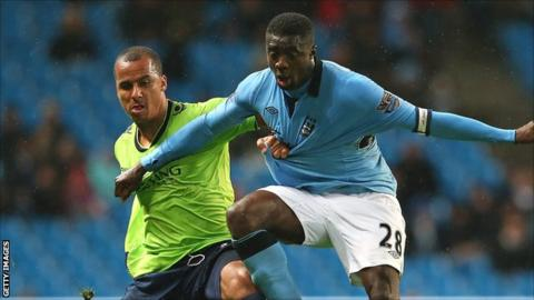 Manchester City's Kolo Toure (r) holds off Gabriel Agbonlahor