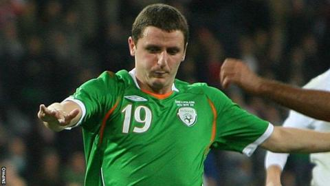 Alex Bruce (centre) in action for the Republic of Ireland against Poland in 2008