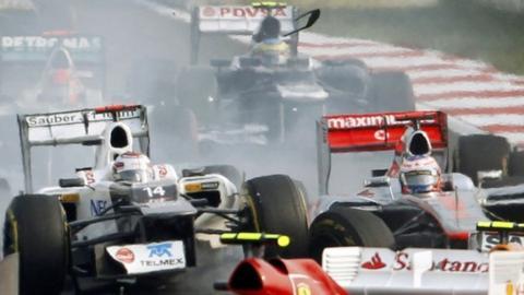 Kamui Kobayashi and Jenson Button collide
