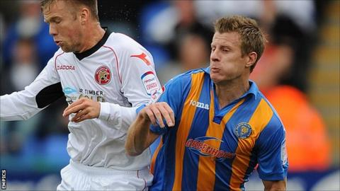 """Walsall's Nicky Featherstone and Shrewsbury Town""""s Paul Parry"""