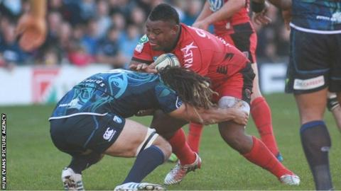 Toulon try-scorer Steffon Armitage is tackled by Blues' Josh Navidi
