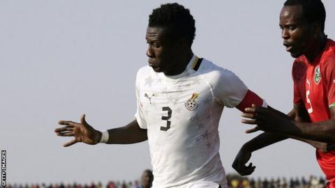 Ghana captain Asamoah Gyan (left)