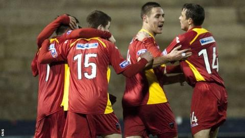 Dunfermline's Stephen Husband (second right) celebrates with team-mates
