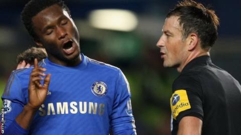 Chelsea's Jon Mikel Obi (l) complains to referee Mark Clattenburg