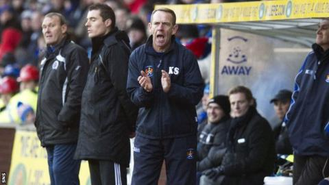 Kilmarnock manager Kenny Shiels encourages his players