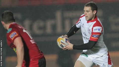 Darren Cave (right) in action against the Scarlets on Sunday