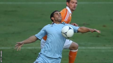 Dom Dwyer in action for Sporting Kansas City