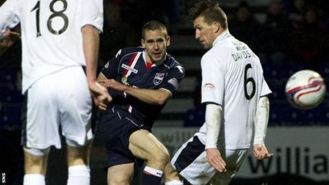 Gary Glen scores for Ross County against Dundee