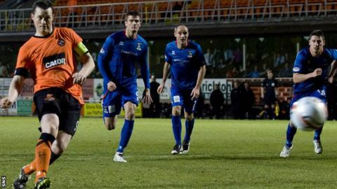 Jon Daly netted a stoppage-time penalty to save a point for Dundee United