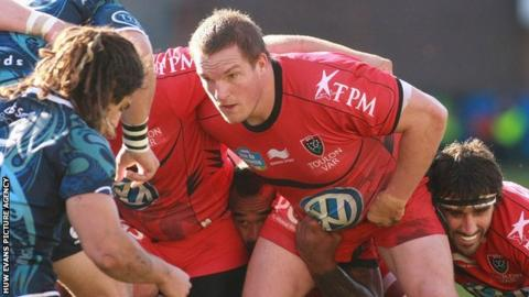 Gethin Jenkins packs down for Toulon against Cardiff Blues in the Heineken Cup