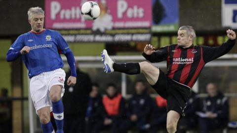 Linfield's William Murphy and Crusaders goalscorer Gary McCutcheon
