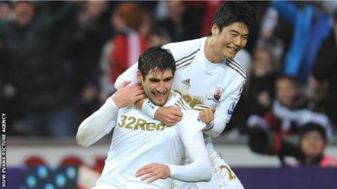 Danny Graham of Swansea City celebrates scoring the equalising goal against Arsenal with Ki Sung-Yueng