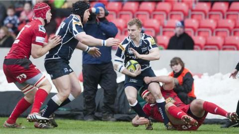 Dwayne Peel in action for Sale Sharks versus the Scarlets