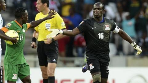 Zambia goalkeeper Kennedy Mweene (right)