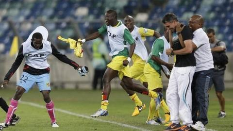 Mali players celebrate their draw with DR Congo