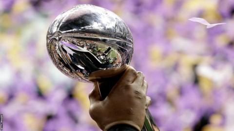 Ray Lewis holds the Vince Lombardi trophy