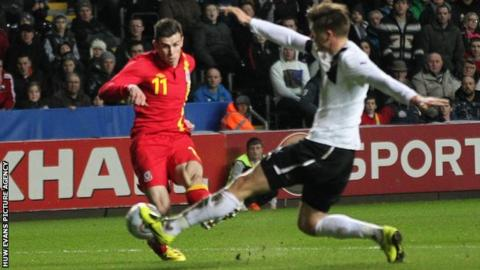Gareth Bale scores for Wales against Austria.