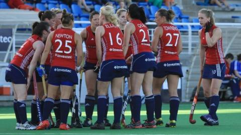 England women's hockey team huddle up in South Africa