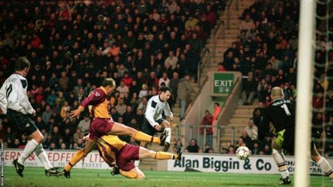 Ryan Giggs (far right) scores for Manchester United against Bradford City during the 2000-01 season