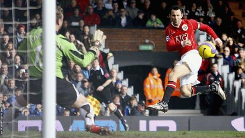 Ryan Giggs scores for Manchester United against Fulham during 2006-07 season.