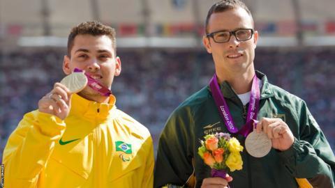Alan Oliveira (left) of Brazil and Oscar Pistorius.