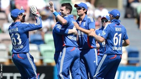 England celebrate another James Anderson wicket in Napier