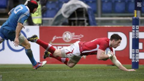 Alex Cuthbert goes over as Wales win 26-9 against Italy