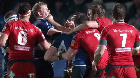 Scarlets forwards come to blows with their Leinster counterparts in the Pro12
