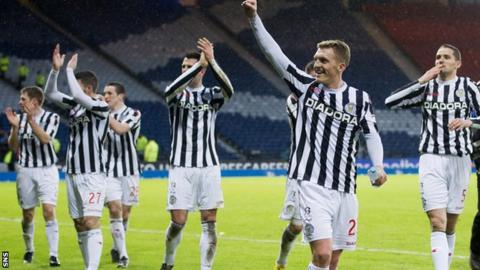 St Mirren players celebrate their Scottish League Cup victory over Celtic