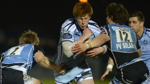 Cardiff Blues fly-half Rhys Patchell attempts to break through at Glasgow
