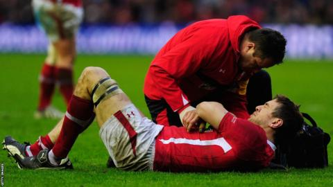 Wales suffer a blow when captain Ryan Jones is forced off early in the second half with a shoulder problem
