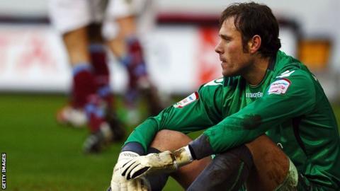 Goalkeeper Steve Simonsen