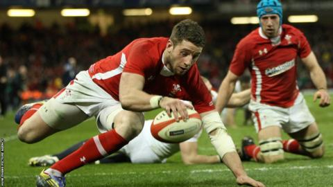 Wales continue to dominate England and a superb second try arrives from Alex Cuthbert after superb work from Sam Warburton and then fellow flanker Justin Tipuric