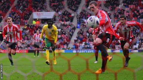 Craig Gardner scores Sunderland's first-half equaliser from the penalty spot