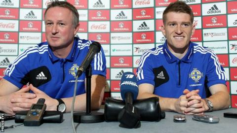 Northern Ireland captain Steven Davis with manager Michael O'Neill on Thursday