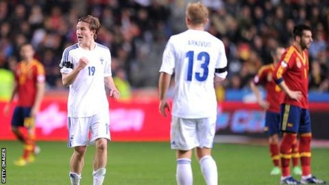 Alexander Ring celebrates for Finland
