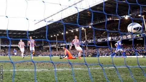 Mirallas scores for Everton