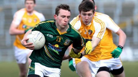 Sean Finch challenges Meath's Eamonn Wallace