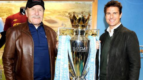 Robert Duvall (left) and Tom Cruise