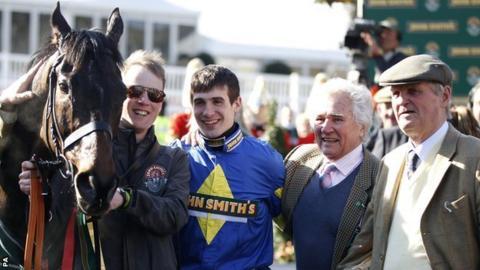 Jockey Ryan Mania (centre) and horse Aurora Encore (left)