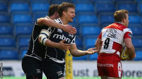 Dwayne Peel celebrates his early try for Sale against Gloucester