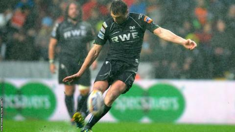 Man-of-the-match Dan Biggar contributed 18 points – including a try – in the Ospreys' victory but the Welsh side failed to secure a bonus point.