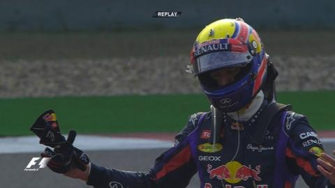 Webber reacts to losing wheel
