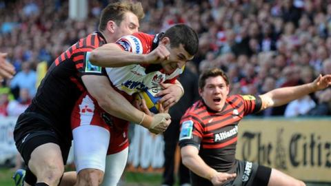 Jonny May crosses over for a Gloucester try